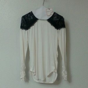 NWT Bisou Bisou Lace Detail Ruched Long Sleeve Top